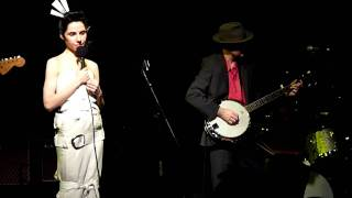 PJ Harvey & John Parish - Cracks In The Canvas [Live]