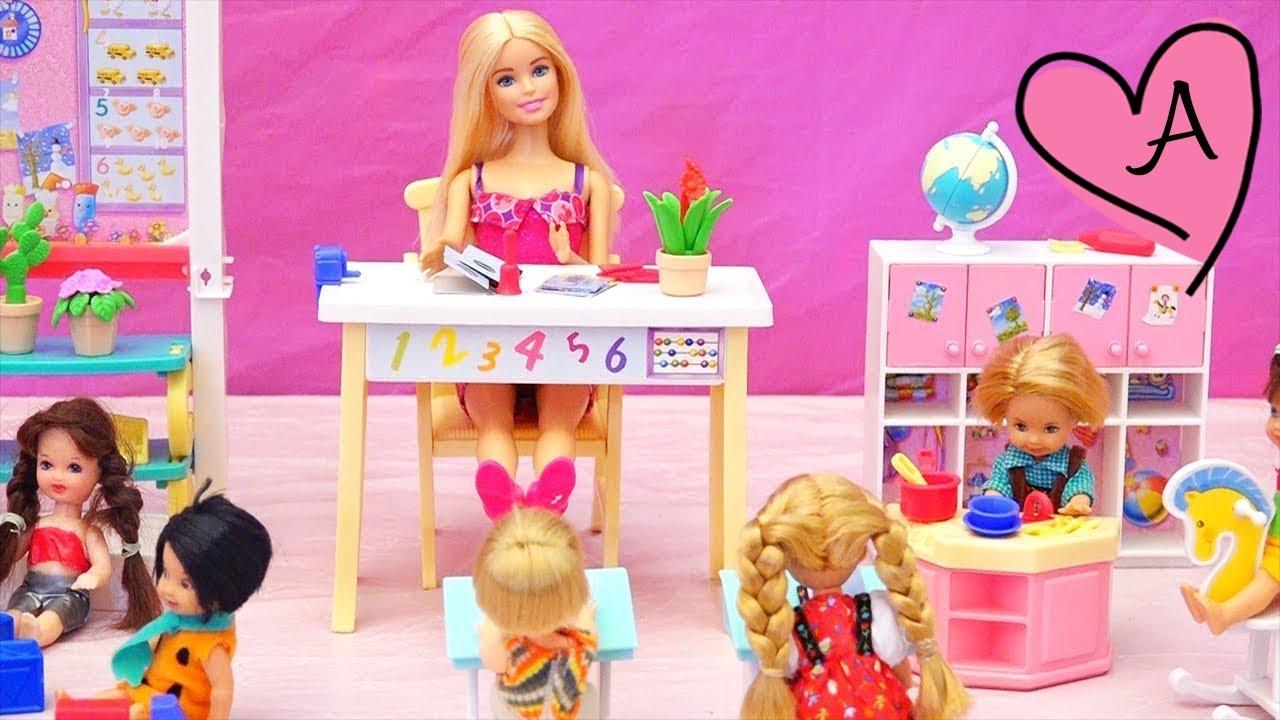 En la escuela nadie quiere jugar con Pablito | Muñecas y juguetes ...