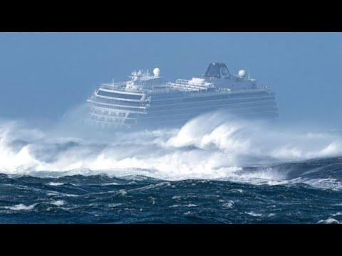 Das passiert, wenn Schiffe in einen schweren Sturm geraten!