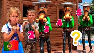 Cinco Crianças fingem brincar com espelho mágico