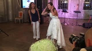 Невеста решила кинуть букет из 101 розы на свадьбе в «Турандот»