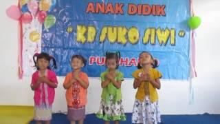"""Gerak dan Lagu """"guruku tersayang"""" - dalam Pentas Seni Perpisahan KB Suko Siwi"""