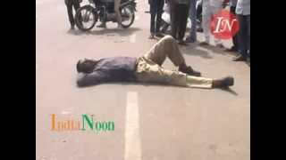 Hyderabad Police Constable in drunken state on road