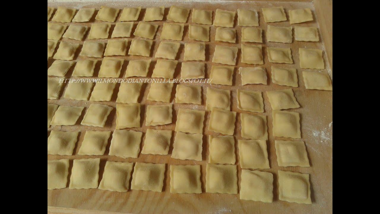 Ravioli ricotta e spinaci | Pasta fatta a mano - Videoricette