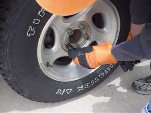 Removing Lug Nuts From A 2000 Ford Explorer Youtube