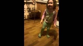 Танцует Ляля