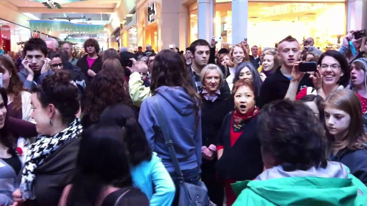 Christmas Flash Mob Sings Hallelujah Chorus at Washington ...
