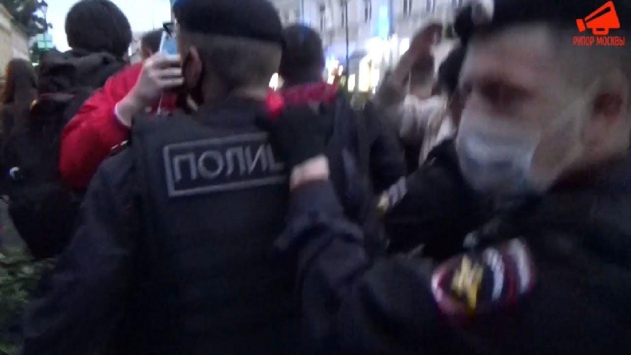Полиция оттеснила журналистов от посольства Белоруссии в Москве 13.08.20