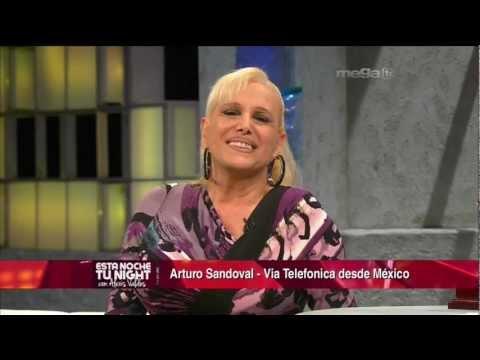 """Cantante Argentina """"Valeria Lynch"""" Entrevista en Esta Noche Tu Night (11-17-11)"""
