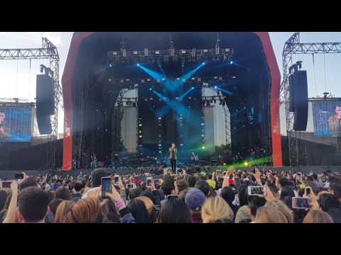 Calum Scott- Dancing on my own (Live in Dubai 2017)