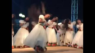 Download Video رقص بنات بشعر طويل  بحفل MP3 3GP MP4