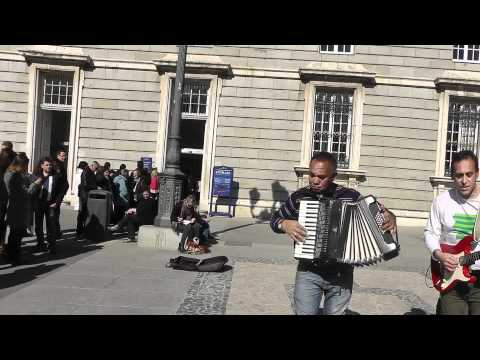Entertainment outside of Madrid Royal Palace