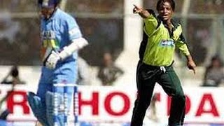 shoaib akhtar amazing bowling spell 4 25 vs india 2004 icc champions trophy