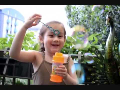 Thổi bong bóng xà phòng và trò chuyện với mẹ _ Camilla ThyThy