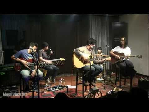 Float - Pulang @ Mostly Jazz 09/02/13 [HD]