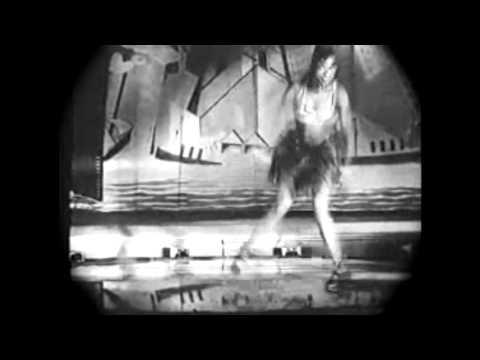 (1925) Josephine Baker dancing the original charleston