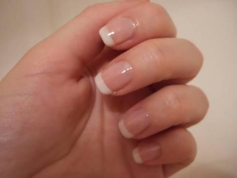French manicure semplice ed elegante!! (piccolo trucco per la mano destra!)