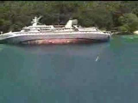 World Discoverer Cruise Ship Wrecked In 2001 Youtube