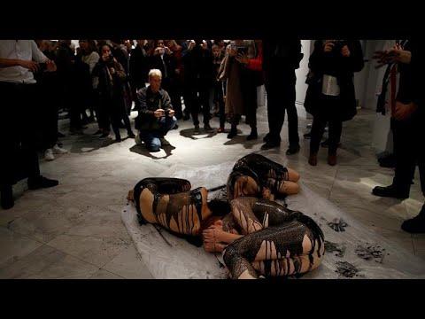 شاهد: نشطاء مكافحة تغير المناخ يحتجون شبه عراة في المعرض الوطني للصور بلندن…  - نشر قبل 33 دقيقة