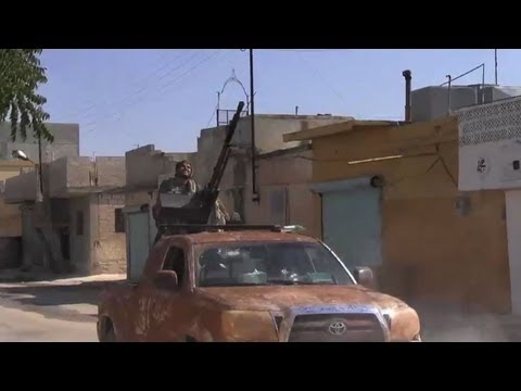 Syria rebels fight back in Azaz town amid heavy shelling