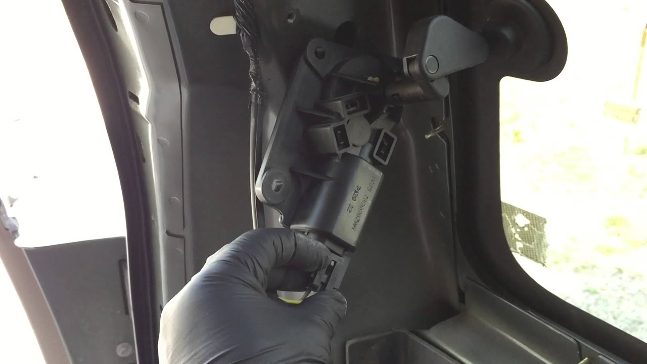 Ford Excursion 2015 >> How to replace Ford Excursion 1/4 panel glass. - YouTube
