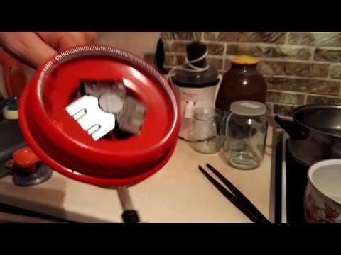 Как закатывать банки закаточной машинкой с двумя ручками