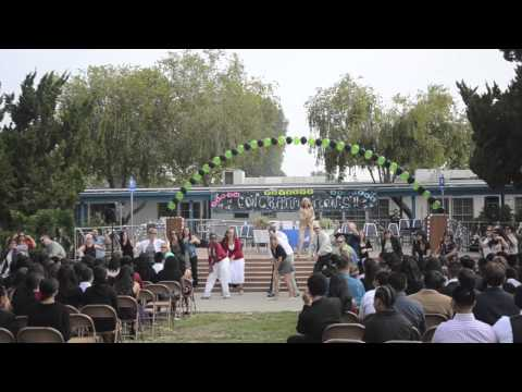 Columbus Middle School teachers flash mob dance
