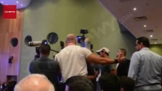 بالفيديو- ''البودي جارد'' يعتدون على المصورين بمهرجان مونديال الأغنية العربية