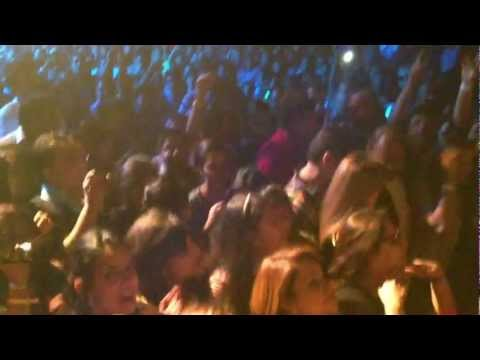 Thumbnail: Atif Aslam and the crowd going crazy for him!