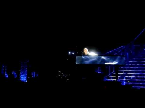 Alicia Keys - Pray For Forgiveness  live @ Verona 2010