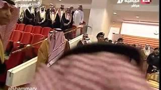 الحارس الشخصي للملك سلمان يغضب ع الاعلاميين في حفل الفروسيه