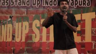 Mas yewen stand up comedy on the Street (stand up indo jayapura)
