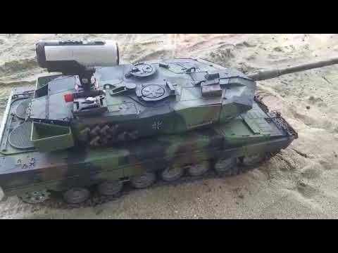 RC Tank Leopard 2 with complete fully metal lower hull