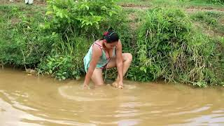 Beautiful Girl Fishing  Amazing Fishing at pailin  How to Catch fish by Hand part  - girl  part 109