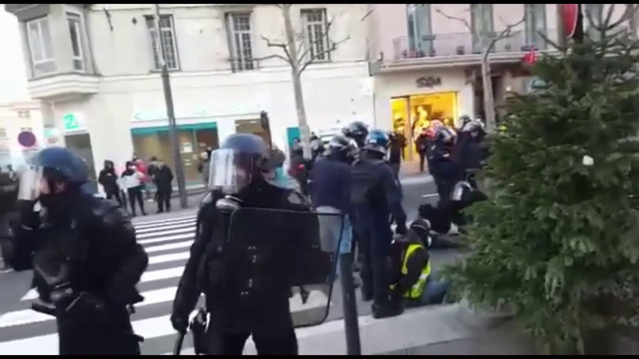 perpignan violence manifestation gilets jaunes 12 01 2019 youtube. Black Bedroom Furniture Sets. Home Design Ideas