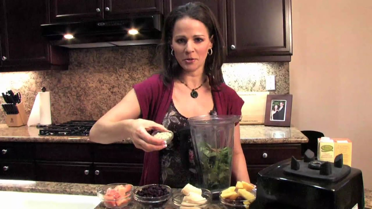 Green smoothie with Plant-Based Dietitian, Julieanna Hever
