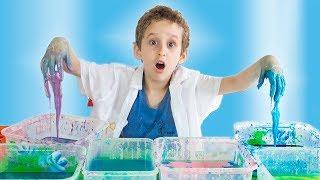 PAULINHO CIENTISTA faz AMOEBA e MASSINHA Colorida de MAIZENA - Experiencias para Crianças