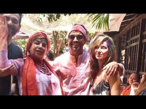 WATCH: Farhan Akhtar and Zoya Akhtar's GRAND Holi Celebrations with Many Celebs
