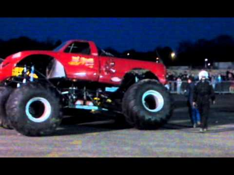 Monster Truck Loses Wheel @ TRFC