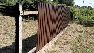 Забор из бетонных столбов и профлиста своими руками.