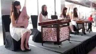 シンガポール マリーナ・ベイ・サンズホテルロビーにての演奏