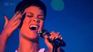 rihanna stay we found love live