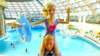Куклы Барби - отдых в аквапарке. Игры для девочек
