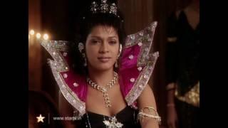 Unaware/aware Indian Giantess sm