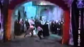 que monstruos son bailan en Amigas y Rivales