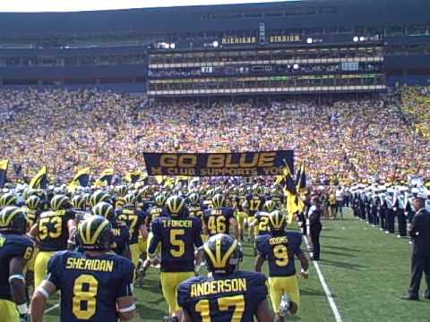 MVictors.com: Michigan Stadium-- Tunnel To The Banner