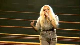 Heather Schmid Us Singer Singing Pakistani National song