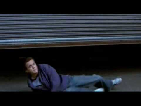 Download Agent Cody Banks 2- Destination London (2004).flv