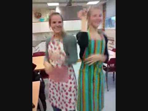 Arabisk dans på skolekjøkkenet