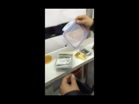 Man openly selling drugs in Shanghai supermarket